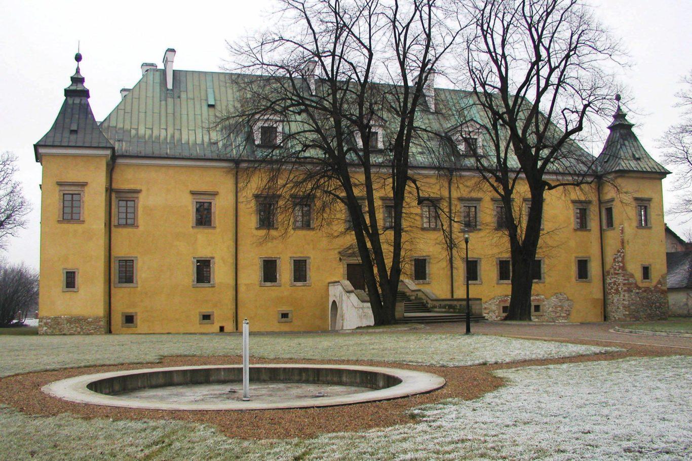 ZAMEK W SPYTKOWICACH, fot. M. Klag (MIK, 2005) CC BY SA 3.0