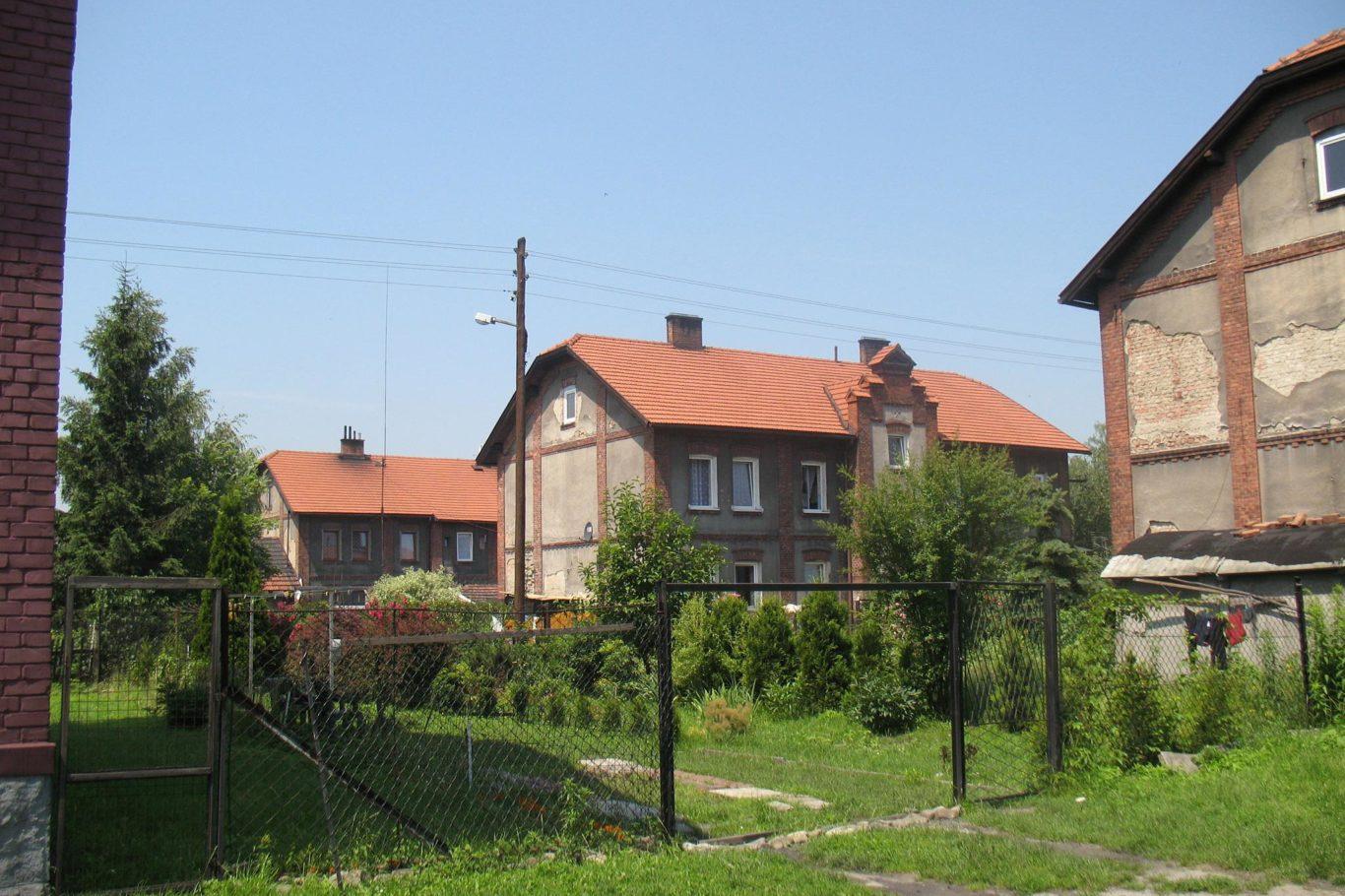OSIEDLE DOMÓW GÓRNICZYCH – STARA KOLONIA W BRZESZCZACH, fot. M. Łuczak (2010) ©