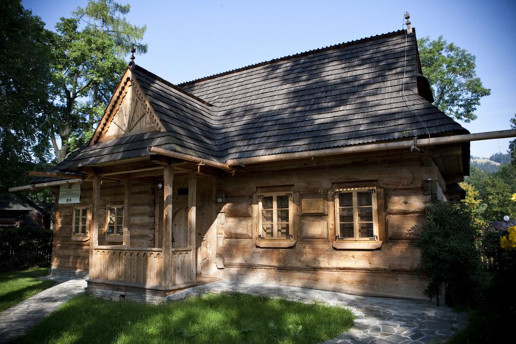 CHAŁUPA GĄSIENICÓW SOBCZAKÓW W ZAKOPANEM (Muzeum im. Dra T. Chałubińskiego w Zakopanem) ©