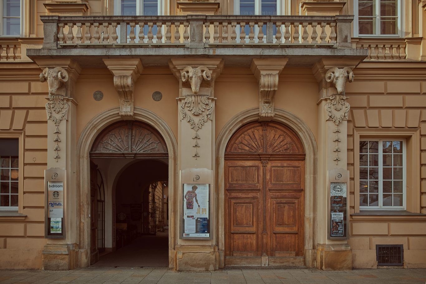 Pałac i Piwnica pod Baranami